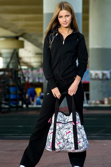 Спортивные сумки 2019  фото модных женских сумок различных брендов с ... 5045193b7a0