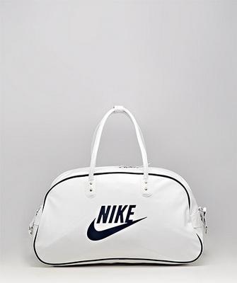d6973b2dcd43 Спортивные сумки 2019: фото модных женских сумок различных брендов с ...