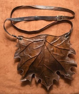 53bf59394809 Сшитая своими руками кожаная женская сумка будет выглядеть как  дизайнерская, если сделать к ней красивую подкладку. Воспользуйтесь той же  выкройкой, ...