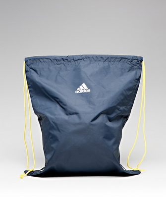 dbd6b7e99906 Поэтому очень важно выбрать не только правильный фасон и стиль сумки для спортивной  формы, но и её размеры. Определить их довольно просто: выложите перед ...