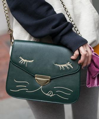a560c826f7e7 Но для девочки 12-ти лет нужна и дамская сумочка – кокетливый аксессуар,  которым можно похвастаться перед подружками и обязательно взять с собой на  прогулку ...