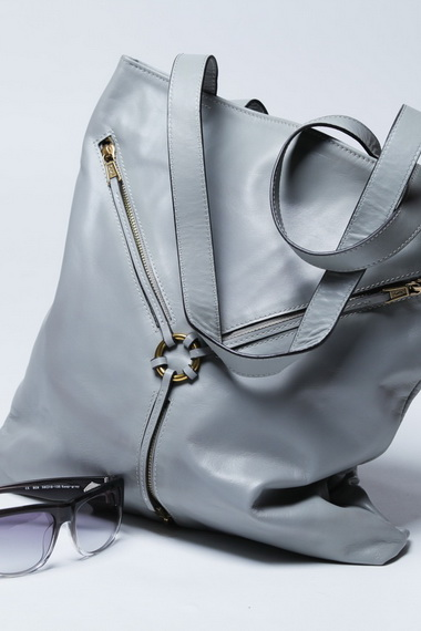 Как разгладить кожаную сумку