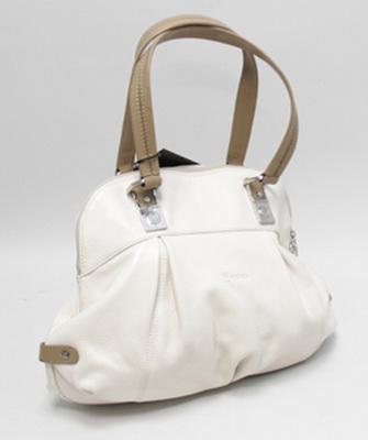 269be086c484 Именно поэтому следует заранее знать, чем можно почистить белую сумку в  такой ситуации, поскольку с ней сталкиваются многие красавицы.