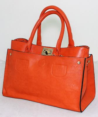 18b6357a36b Еще несколько лет назад многие покупательницы отдавали предпочтение копиям  именитых брендов. Теперь же их внимание привлекают оригинальные бредовые  сумки от ...