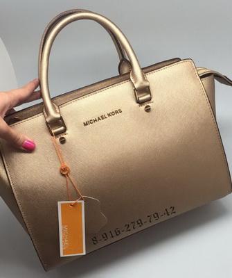 5e696630d5f2 Коллекцию модных аксессуаров 2019 года пополнила сумка Michael Kors Sutton  Medium Satchel Tote. Сумочка очень удобна для повседневного ношения, ...