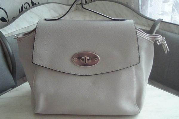 Одним из таких аксессуаров, пользующихся успехом у модниц, является сумка  Бали Эйвон, которая была представлена в каталоге 10 2015. 4543ffe9eb5