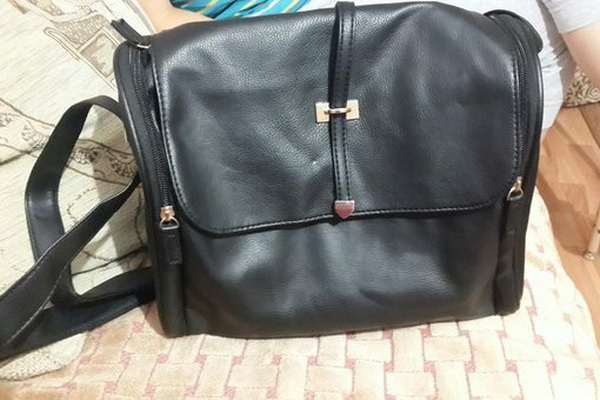 На фото сумок Эйвон 2018 года среди лучших моделей привлекает наше внимание  и симпатичная сумочка Сальма. Черная сумка Сальма от Эйвон характеризуется  ... a684f1b5496