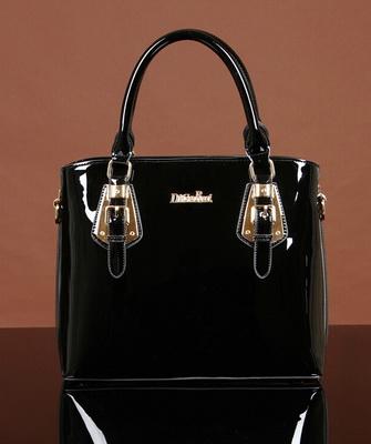 fa6d31fc273a Модные лакированные сумки, предназначенные для особого случая, отличаются  яркостью, стильностью и роскошью. Дизайнеры активно используют декоративные  ...