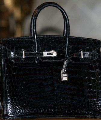 Diamond Birkin Handbag занимает 7 место в ТОПе-10 самых дорогих женских  сумок. Она выполнена из роскошного дорогого материала – глянцевой  крокодиловой кожи ... bb0673c964e