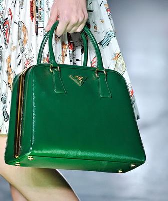 к подходит фото зеленая чему сумка