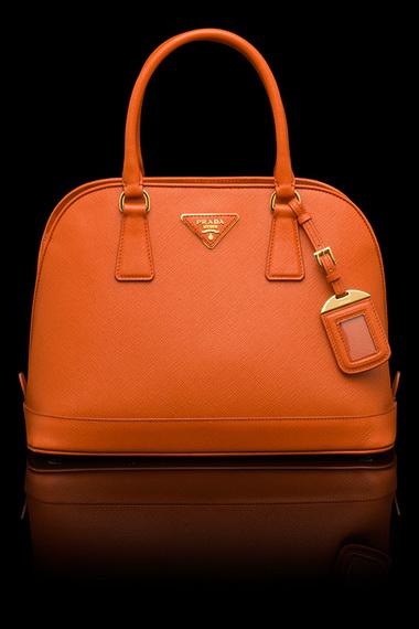 5d5b6eebd298 Женские сумки Прада отличаются изысканностью, благородством и особым  шармом. Аксессуары этого бренда всегда желанные, актуальные и ультрамодные,  ...