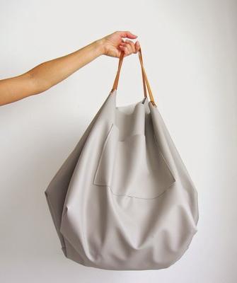 a61256441415 Выше на фото пляжная сумка своими руками из хлопковой ткани в яркую  полоску, которая задает веселое летнее настроение.