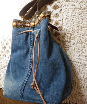 6547667f729b Пляжная сумка из старых джинсов своими руками смотрится красиво и стильно,  при этом прослужит она своей хозяйке не один летний сезон.